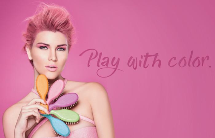 TEK gioca con il colore.